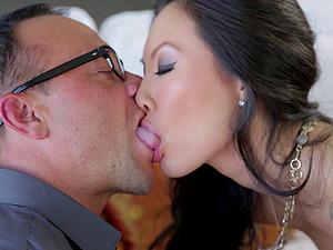 Asian model penetrated xxx till reaching orgasm