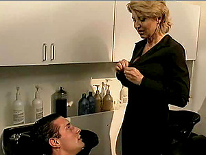 Mature hairdresser entices a hot man for a excellent fuck