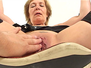 Mature Rieky's wide open cunt is all a fellow wants to have fun with