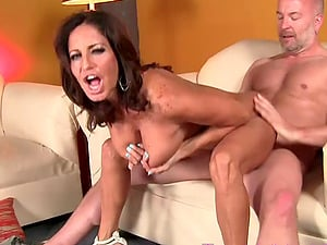 Mature stud gets to plow Tara Holiday's pulsating cunt