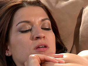 Ann Marie Rios and Raylene are a duo of insatiable lezzies