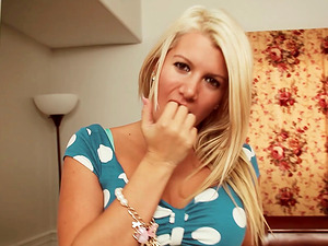 Blonde darling Layla Price gives a fellatio with a lot of spit