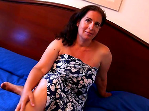 Experienced woman Sandra Madura opens her legs for a prick