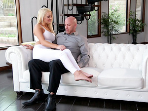 Beautiful MILF Kenzie Taylor enjoys a penetration session