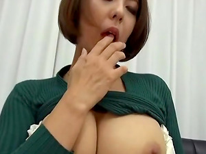 Mizumoto Erika spreads her legs for a hot masturbation game