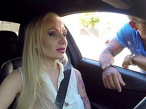 Kayla Green is a stunning blonde who knows how to seduce a fellow