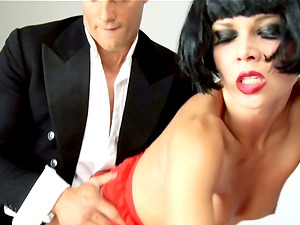 Black-haired bimbo Tarra White receiving a pulsating schlong