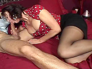 Sexy dark-haired cougar likes it large and thick