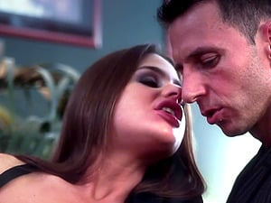 Skilled brunette chick Cathy Heaven gets fucked with a hard dong