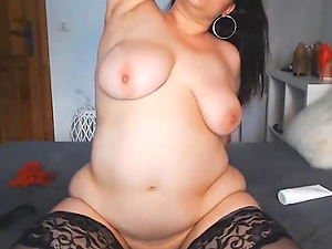 Sexy Italian Busty Cougar Squirts For You
