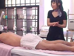 Horny Japanese Masseuse Gives a Very Hot Knocker Job