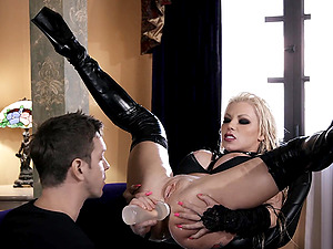 Slutty goth babe Barbie Sins squirts as she gets ass fucked