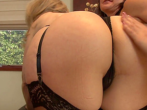 Mature MILF lesbian threesome with Nina Hartley and her friends