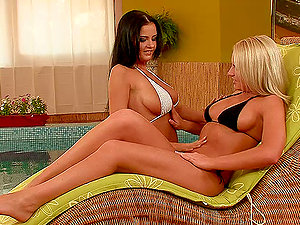 Big-titted Brown-haired Candy Alexa Goes Lezzy with Blonde Birrtany Spring