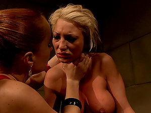 Katy Parker makes blonde cougar Pearl Diamond have fun sapphic games with her