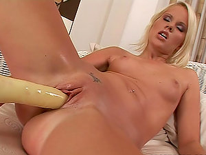Pink Twat wails sweetly while pounding her cunt with a fucktoy