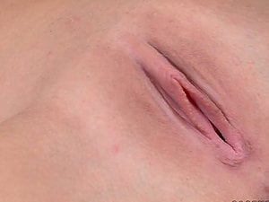 Mandi Dee shows her ideal bod and fucktoys herself