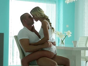 A showcase stopping blonde bimbo humps a muscular dude