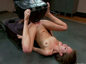 Riley Reid gets her cunt unforgettably drilled by a fucking machine