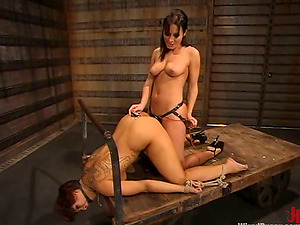 DragonLily gets her snatch fingerblasted and banged with a strapon