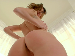 Victoria Lawson wails with pleasure while sucking her BF's prick