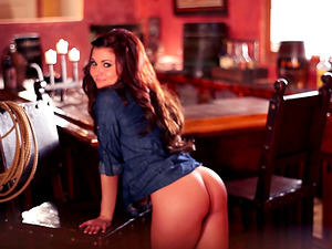 Sexy waitress is providing a hot disrobe demonstrate at the bar