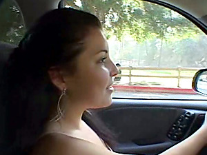 Dark-haired chick frigs her vag and fumbles her BF's dick in a car