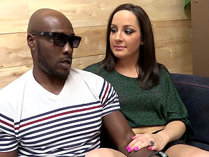 Black Dude Lightly Get That Cougar To Fuck Her Delicious Assfuck Crevice