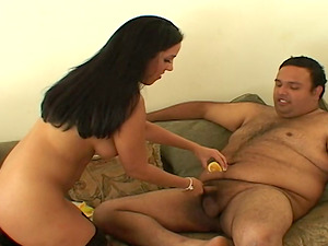 Gorgeous Veronica Rayne Gives Blow-job And Gulps Pearl juice