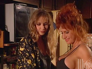 Bunny Bleu and Juli Ashton flash their pussy-munching abilities to each other