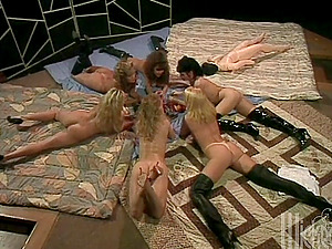 Group of wild lesbos plaything and eat their cunts in retro vid