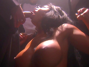 Big-chested and gorgeous mummy is in a blowbang