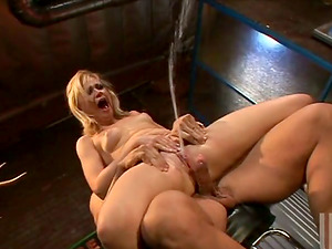 Pretty Sindee Jennings rails big dick and squirts