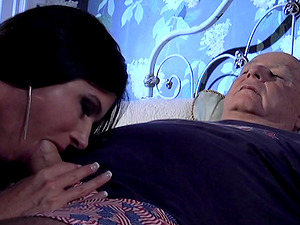 Superb India Summer gives a blow-job to an old fart