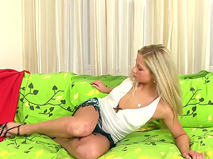 Pretty Candy Love licks pouch and fellates a big dick expertly