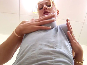 Dionne blows a dick and then gets her vagina toyed