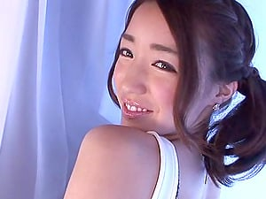 This Japanese chick devotes herself to make you perceive good