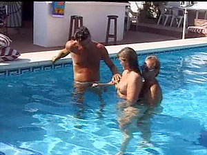 Mummy get fucked with two guys at the swimming pool