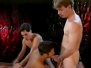Homo bang-out scene with two muscled bangers