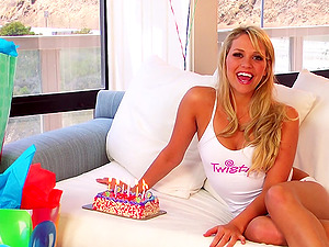Bday getting off by a sugary siren Mia Malkova
