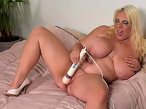 Perverted filthy Mummy tests her fresh hookup fucktoy on the sofa