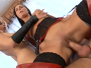 Beautiful Sex industry star With Lengthy, Blonde Hair Lovin? A Fantastic Threesome Fuck