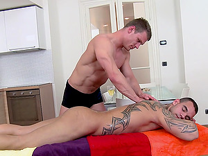 Lubed-up Homo Boy Lovin? An Awesome Hard-on Suck And Donk Fuck On A Rubdown Table