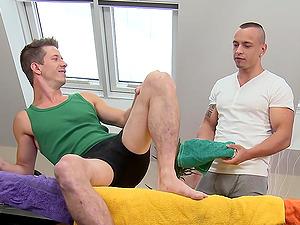Tattooed homo masseuse fondles a man's figure and fucks his butt