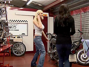 Lovely G/g In Jeans Getting Drilled Using Massive Playthings