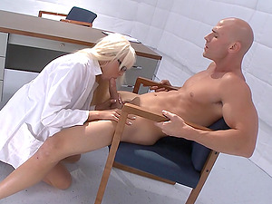 Pretty Superstar With Big Beautiful Tits Lovin? A Rear end Style Fuck In Her Office