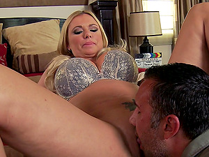 Tattooed Briana Banks bj's Keiran Lee's dick before leaping on it