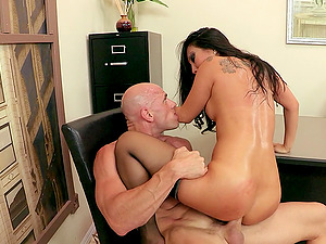 Asa Akira lets Johnny Sins munch and fuck her Asian cunt in an office