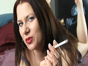 Sizzling dark-haired cougar smokes and frigs her snatch in a bedroom
