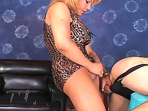 Bulky blondie shemale fucks the asshole of a skinny bore indoors